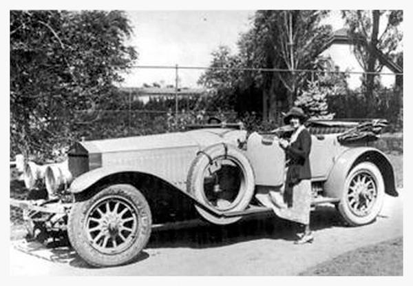 1916_mabelcar.jpg
